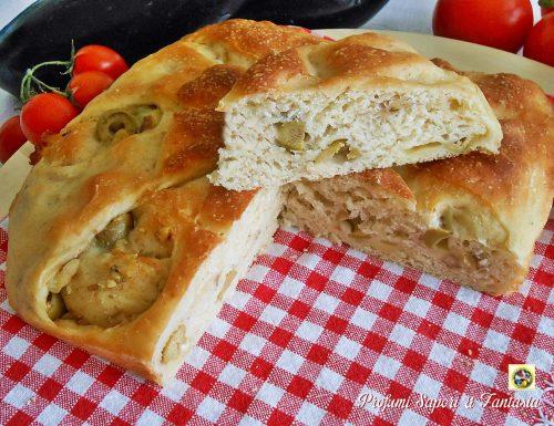 Focaccia con olive noci e formaggio