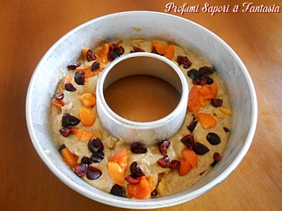 Ciambella con frutta e yogurt