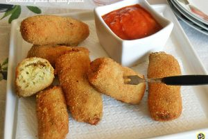 Crocchette di patate con salsa piccante