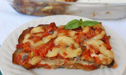 Melanzane al forno con verdure e formaggio