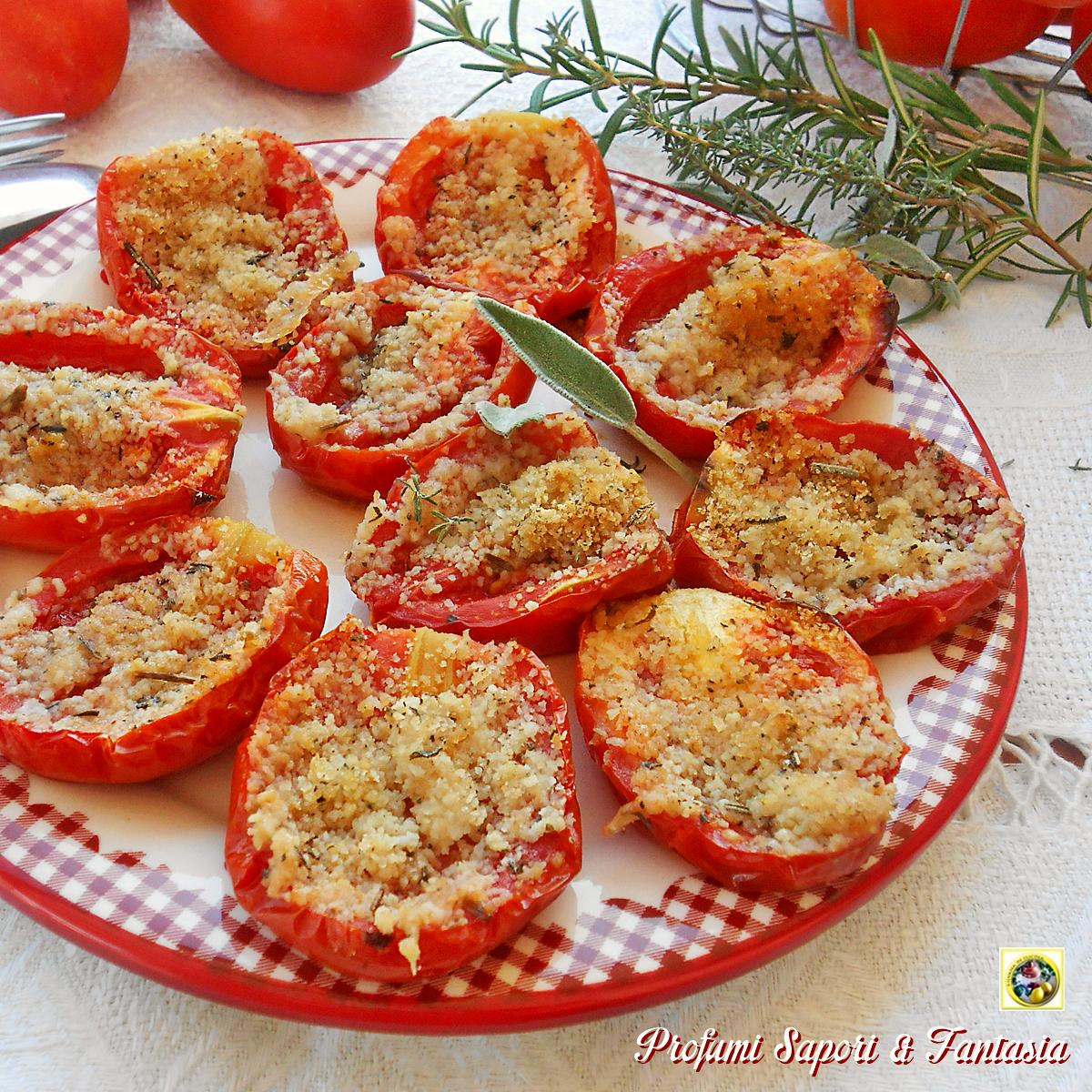 Pomodori al forno semplici e saporiti per accompagnare tutte le pietanze