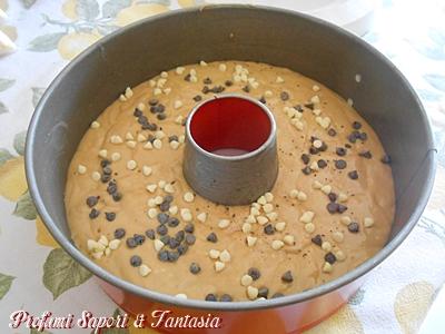 Torta con yogurt caffè e cioccolato