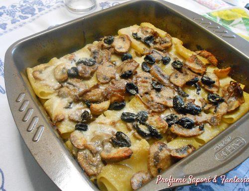 Paccheri gratinati con funghi e olive