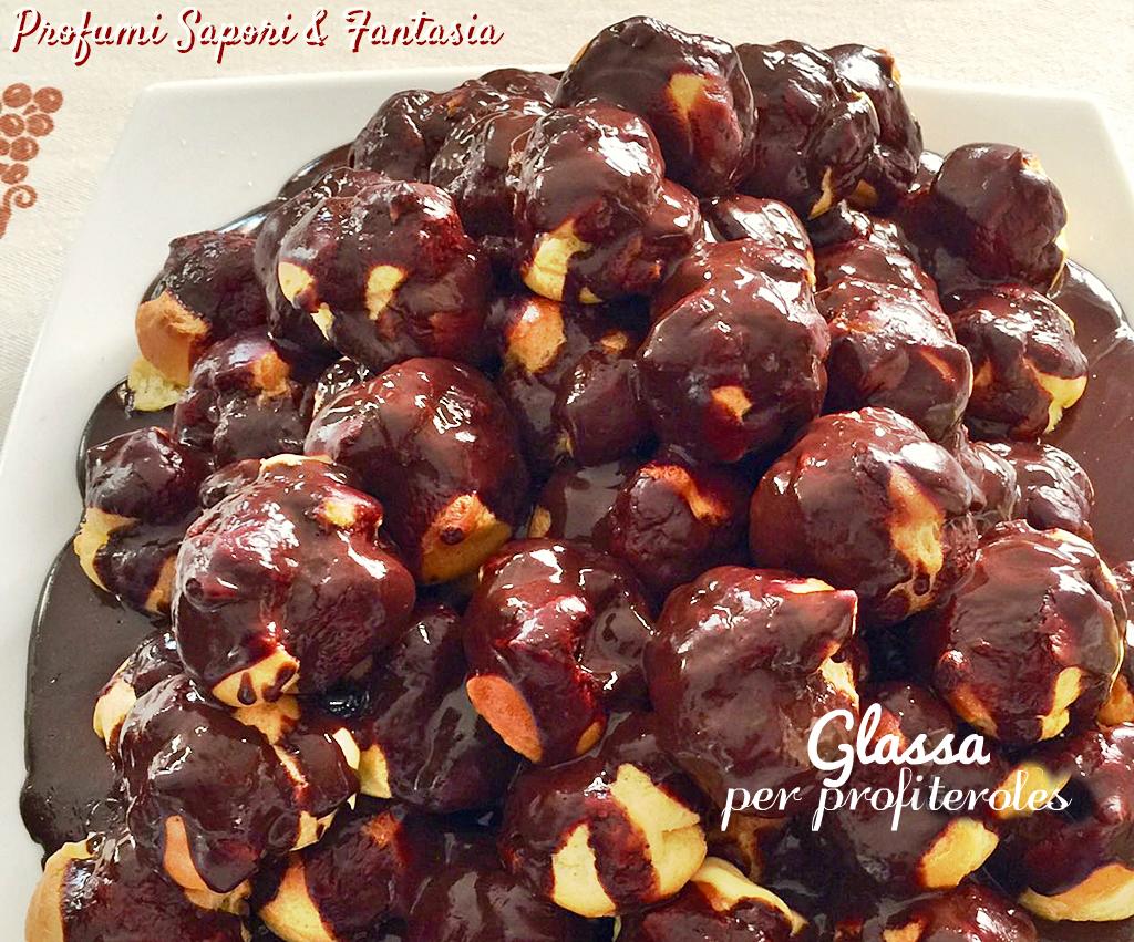Glassa al cioccolato fondente per profiteroles