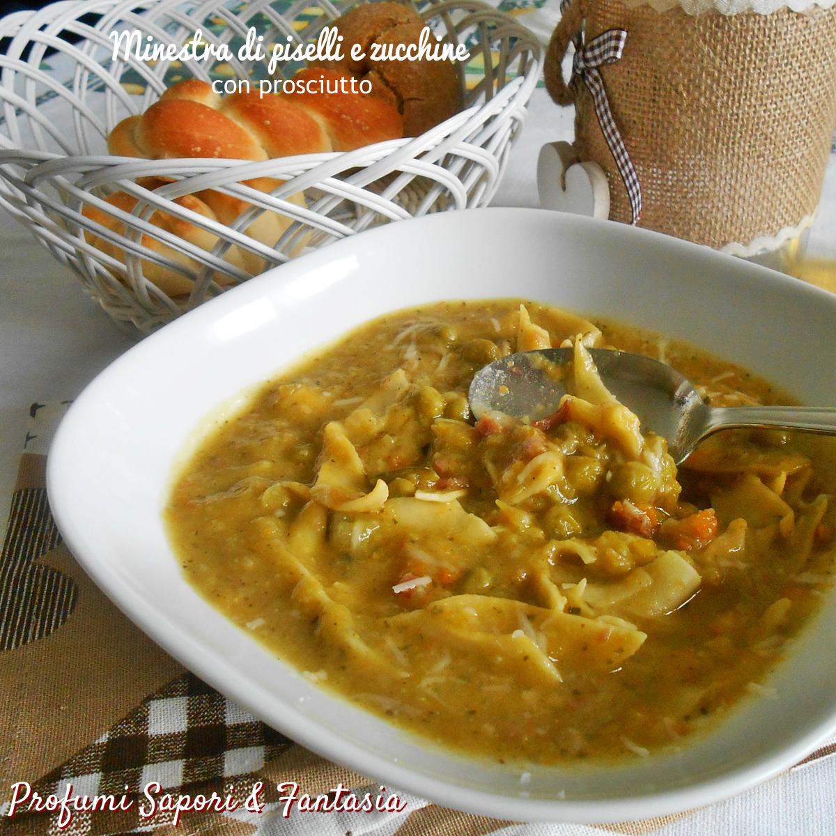 Minestra di piselli e zucchine con prosciutto