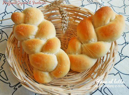 Pane al latte con parmigiano e ricotta