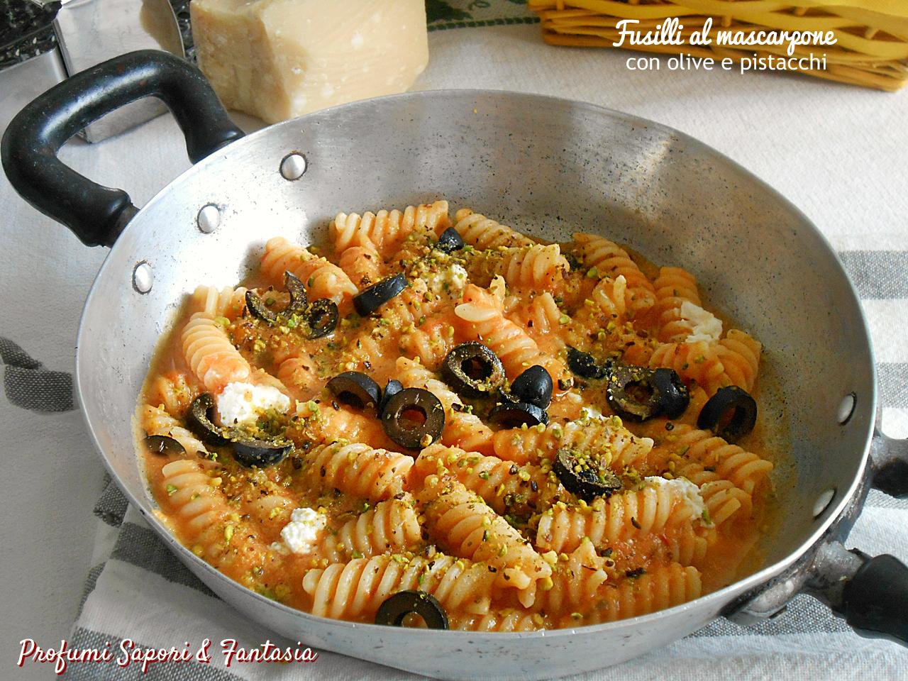 Fusilli al mascarpone con olive e pistacchi