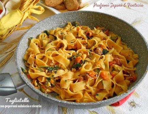 Tagliatelle con peperoni salsiccia e cicoria