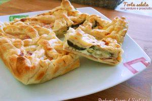 Torta salata con verdure e prosciutto