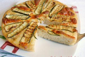 Focaccia alle zucchine con provola affumicata