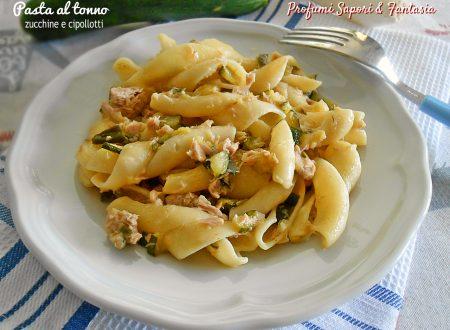 Pasta al tonno con zucchine e cipollotti