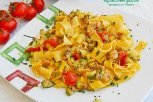 Tagliatelle con zucchine gamberetti e vongole
