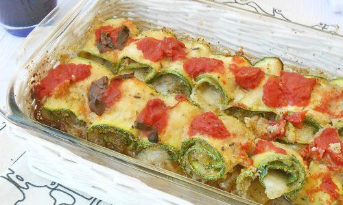 Rotolini di zucchine con pesto e mozzarella