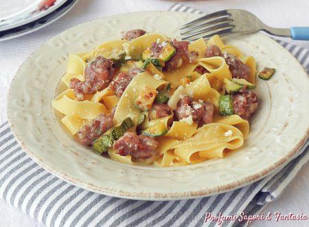 Tagliatelle zucchine salsiccia e gorgonzola
