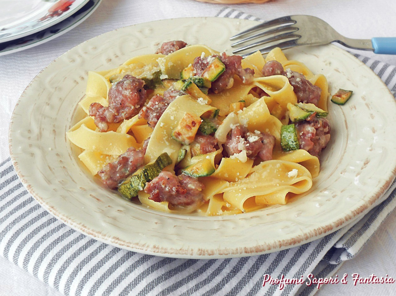 Tagliatelle con salsiccia zucchine e gorgonzola