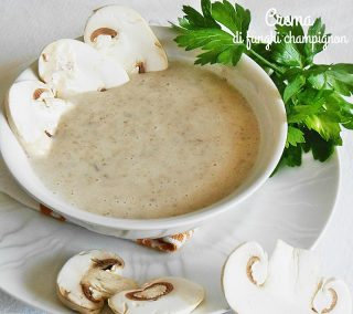 Crema di funghi champignon