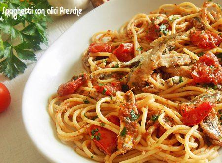 Spaghetti con alici fresche e pomodorini
