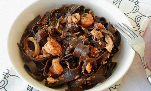 Tagliatelle al cacao con sugo di pesce