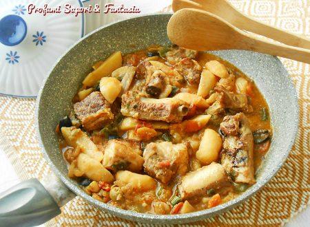 Costine di maiale con patate e verdure