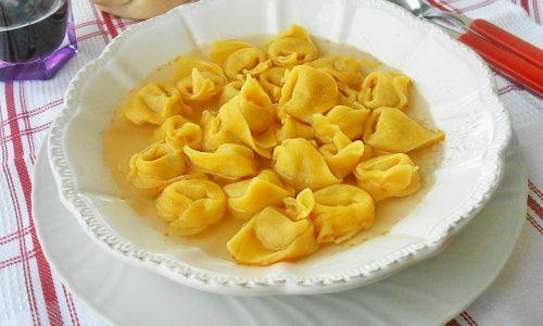 Tortellini in brodo alla bolognese
