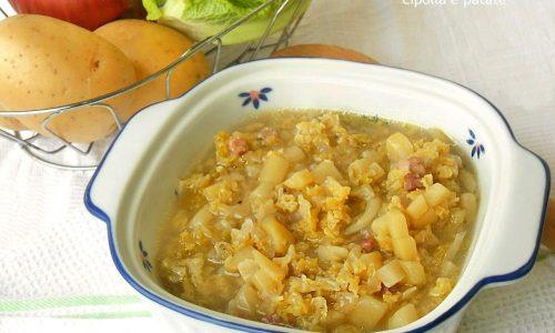 Zuppa rustica con verza cipolla e patate