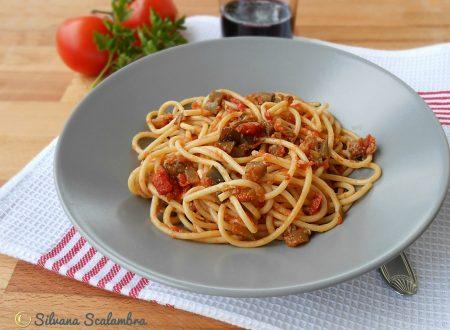 Spaghetti al sugo di alici e melanzane