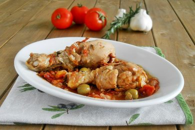 Cosce di pollo con verdure al vino rosso