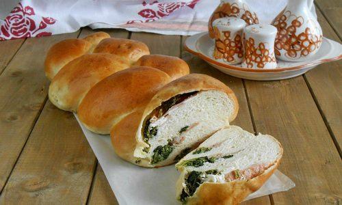 Treccia salata di pan brioche farcita