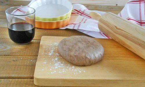 Pasta per torte salate al vino rosso