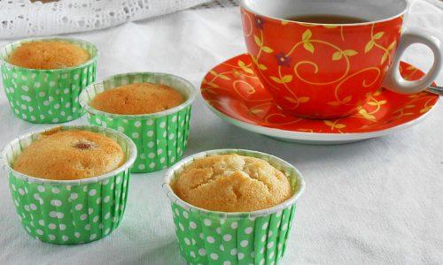 Muffin allo yogurt con albumi e uvetta
