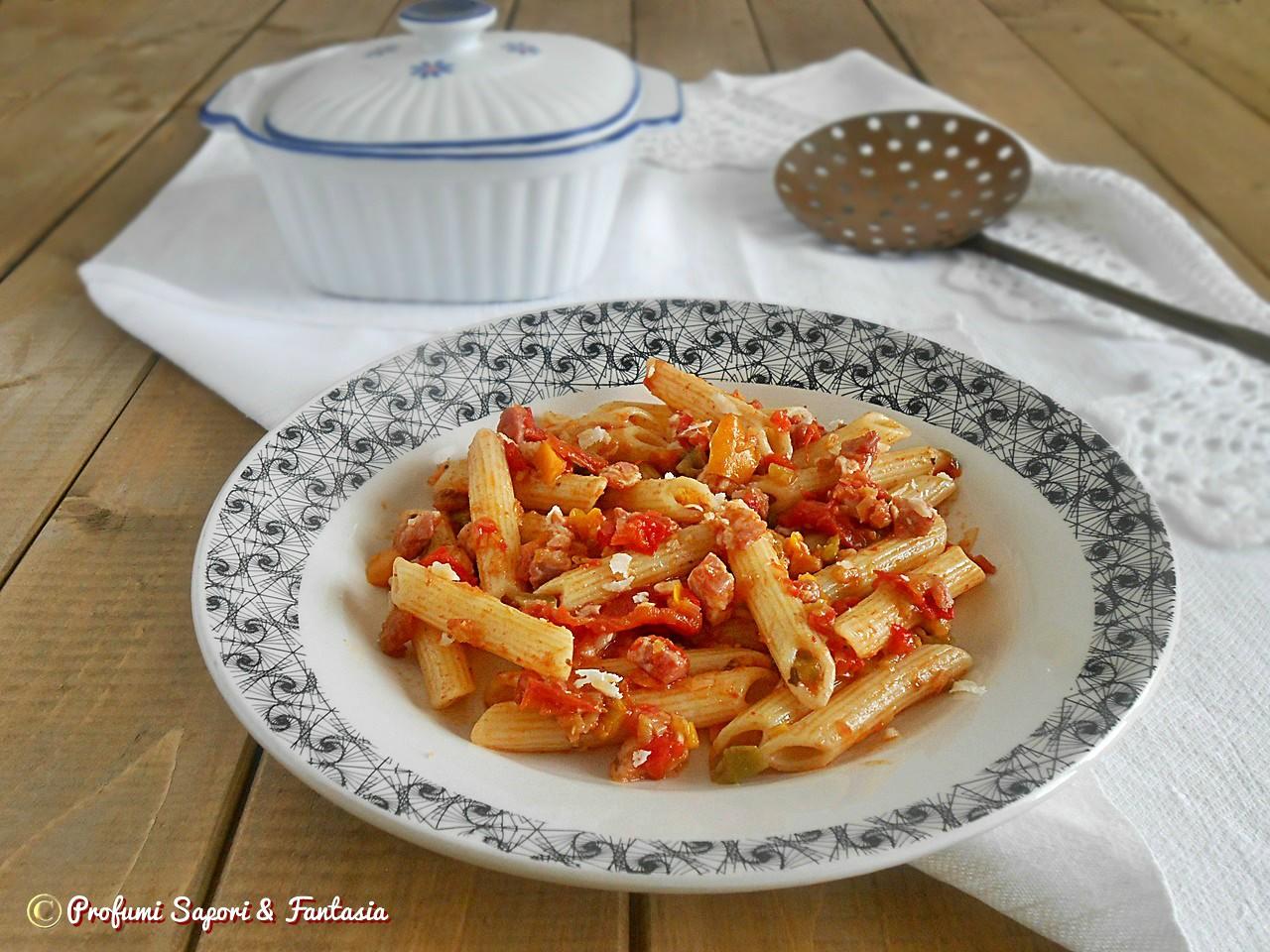 Penne alla pancetta con peperoni e pecorino