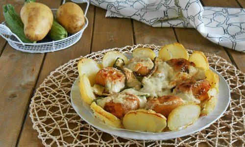 Corona di patate con polpette e zucchine
