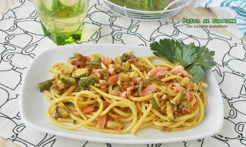Pasta al salmone con zucchine aromatiche