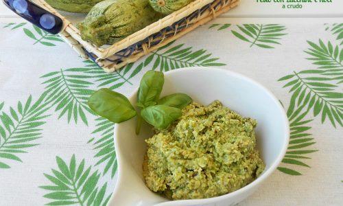 Pesto con zucchine e noci a crudo ricetta