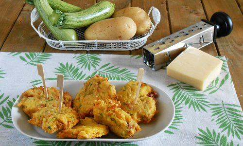 Frittelle alle verdure con salsiccia al forno