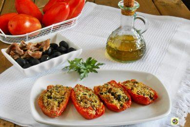 Pomodori gratinati con olive e acciughe