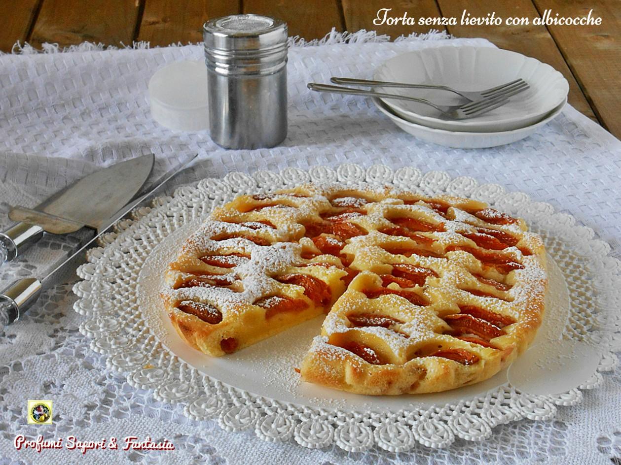 Torta senza lievito con albicocche