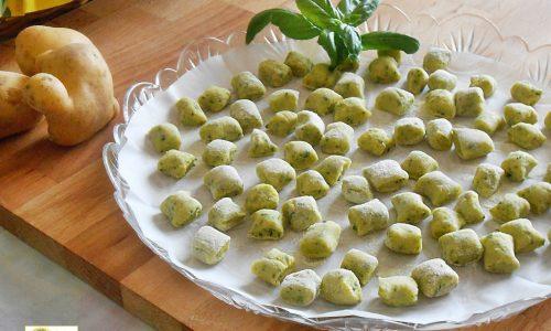Gnocchi al basilico con patate ricetta base
