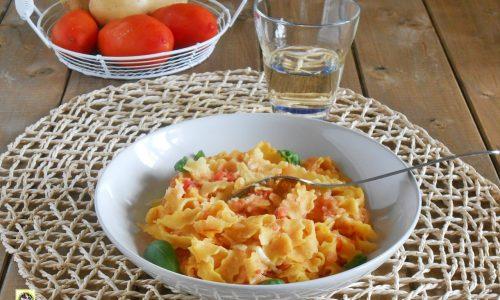 Reginette in crema di patate con pomodori