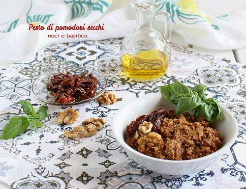 Pesto di pomodori secchi noci e basilico