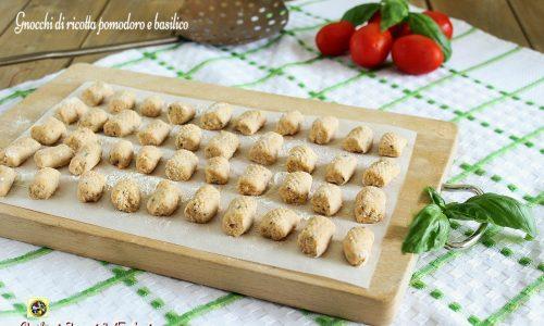 Gnocchi di ricotta pomodoro e basilico