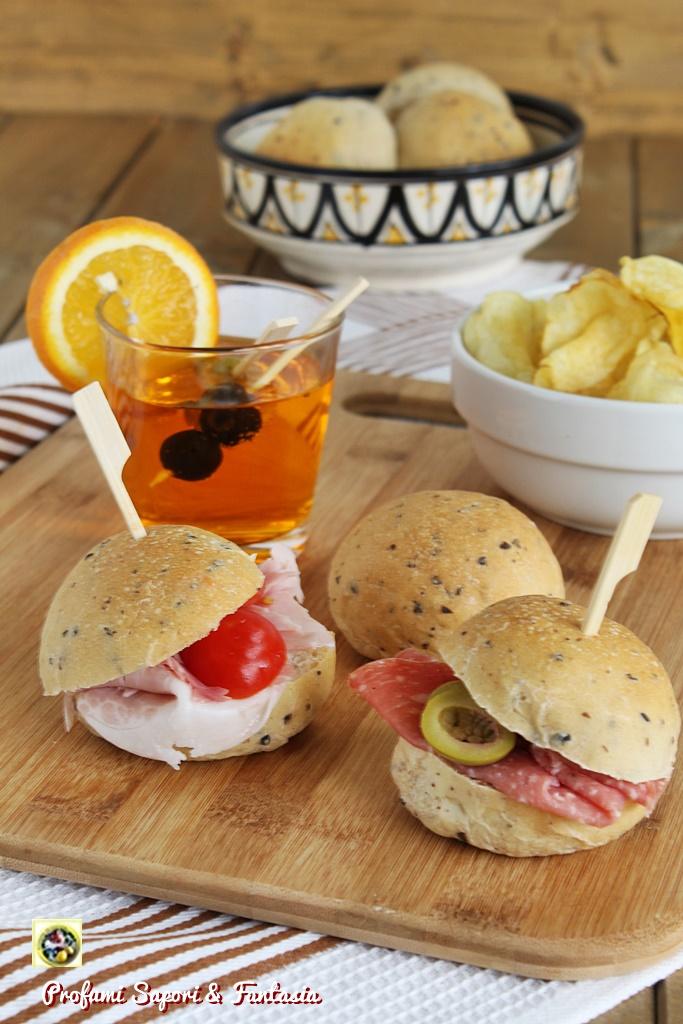 Panini di formaggio e ricotta con olive