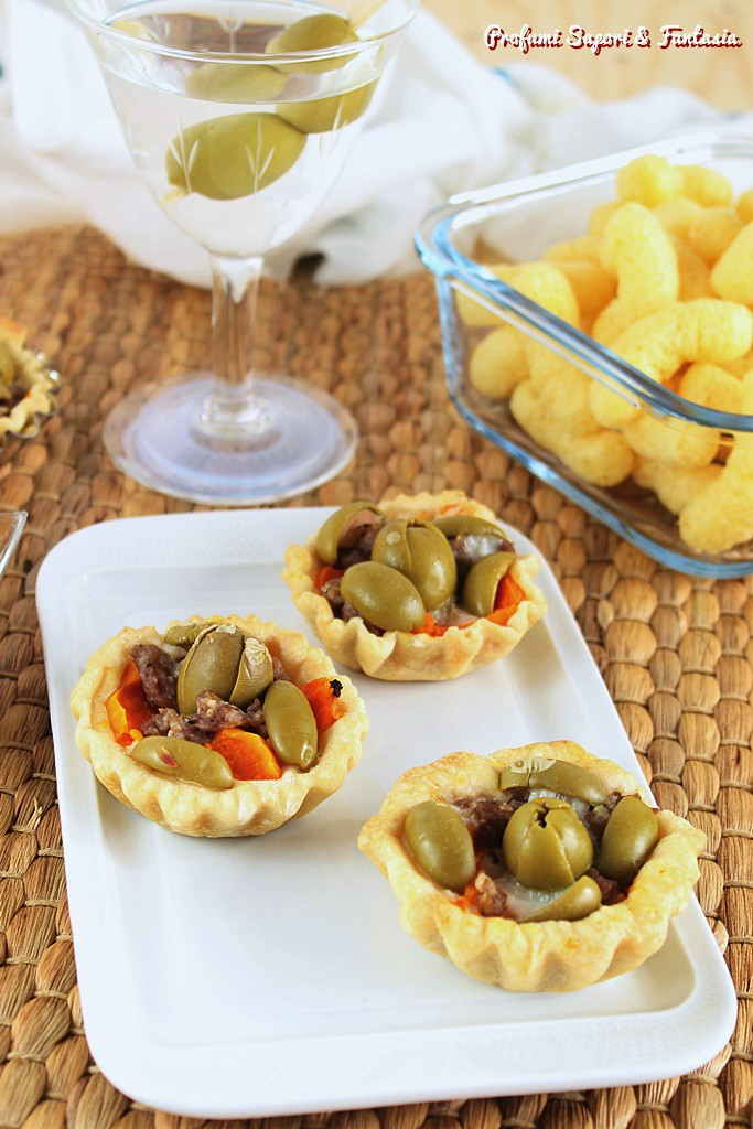 Tartellette alle olive per aperitivo