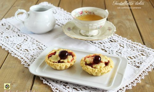 Tartellette dolci con confettura e amarene
