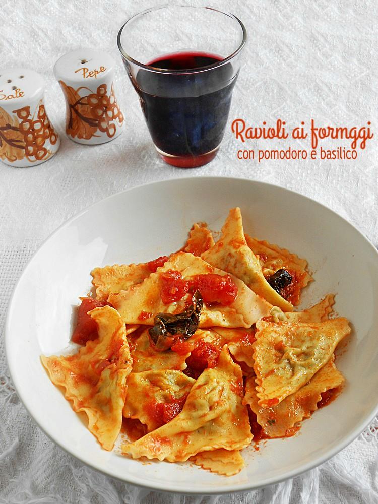 Ravioli ai quattro formaggi al pomodoro e basilico