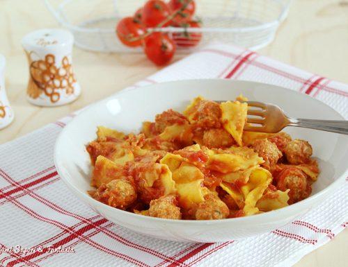 Pasta con polpettine di pollo al sugo