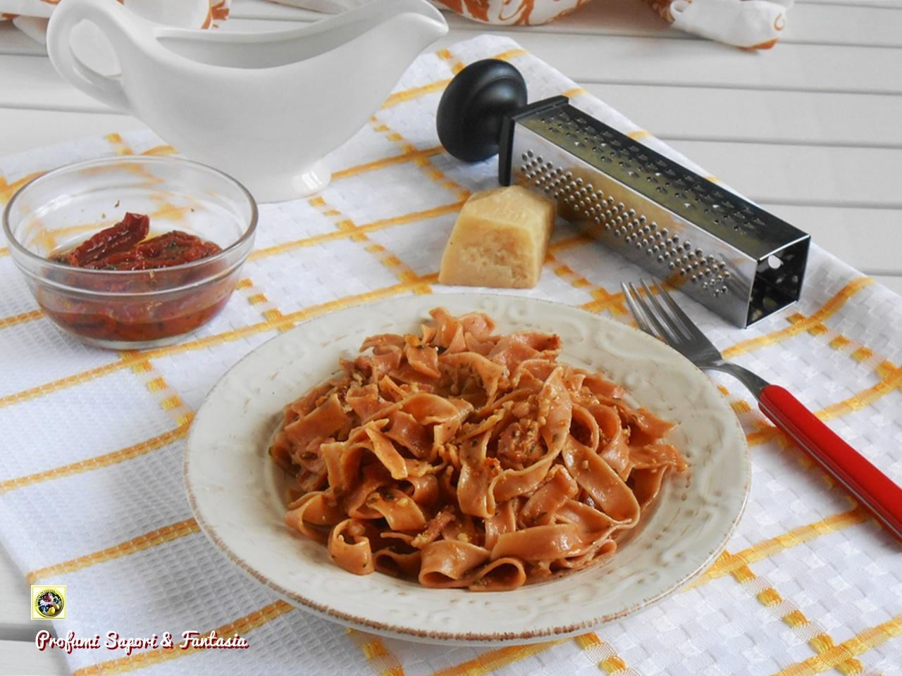 Tagliatelle al pesto di pomodori