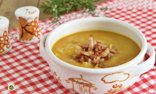 Zuppa di patate e carote con pancetta croccante