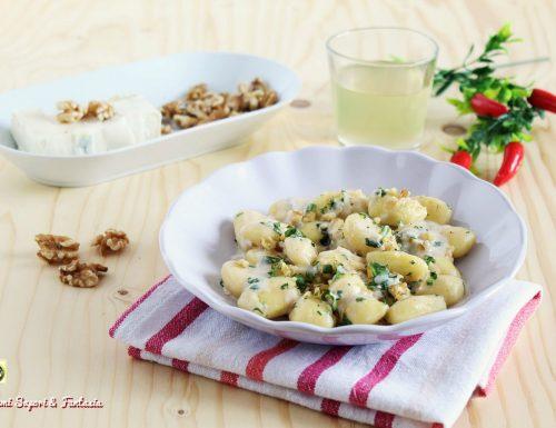 Gnocchi ai formaggi con rucola e noci