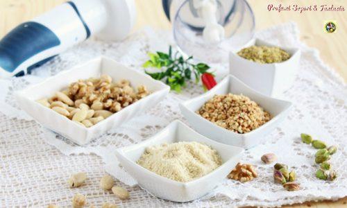 Preparare in casa farina di mandorle o nocciole
